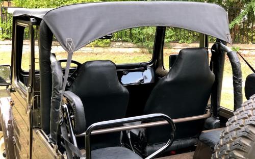 Veterán Suzuki Jeep belső