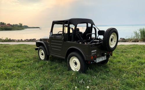 Veterán Suzuki Jeep oldalról